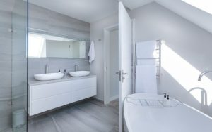 SMART AND SPA-LIKE: LUXURY BATHROOMS FOR THE MODERN HOME